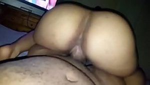 Filmando a namorada cuzuda rebolando na pica