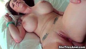 Image Peituda branquinha sofrendo no sexo anal caseiro
