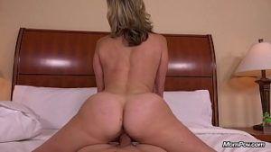 Coroa gostosa rabuda fazendo sexo traição em motel